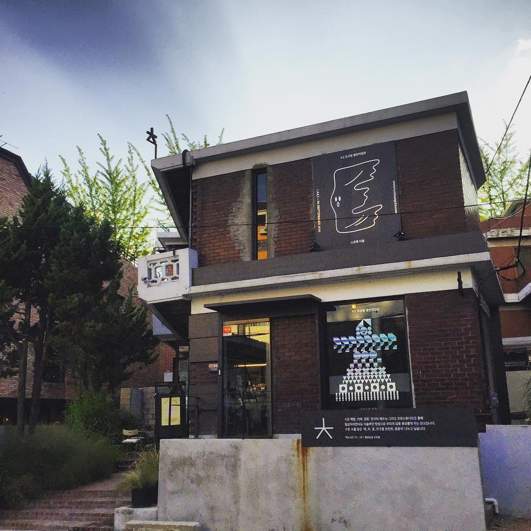 Chiut Book Cafe | Yongsan-gu, Seoul
