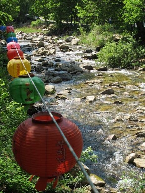 2 Bongamsa lanterns stream