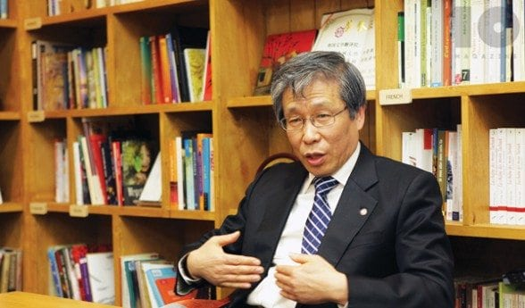 Author Kim Seong-kon
