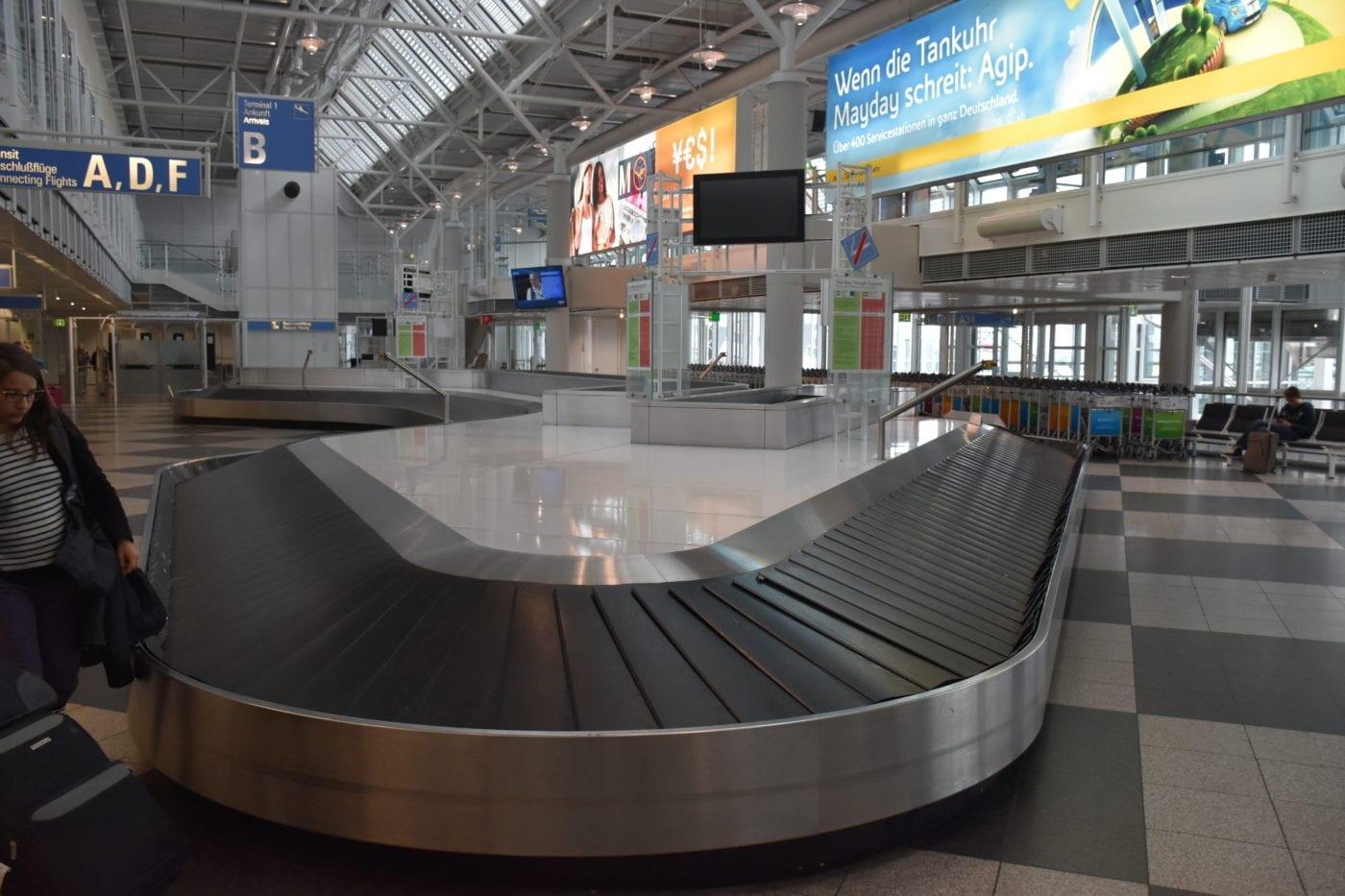 airport baggage claim carousel