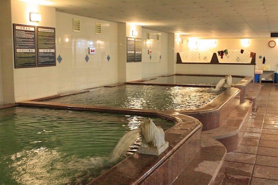 Jjimjilbang During Winter: Dragon Hill Spa Bathhouse