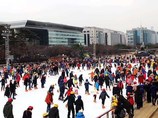 winter activities in korea Yeouido ice rink