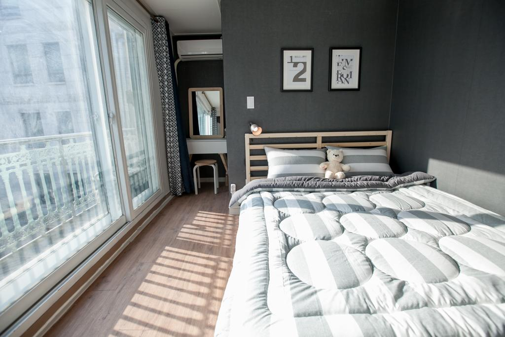 twins guesthouse best places hotels seoul hongdae