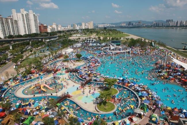 han river hangang outdoor swimming pool ttukseom park swimming pool summer