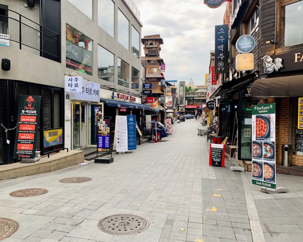 empty street in itaewon